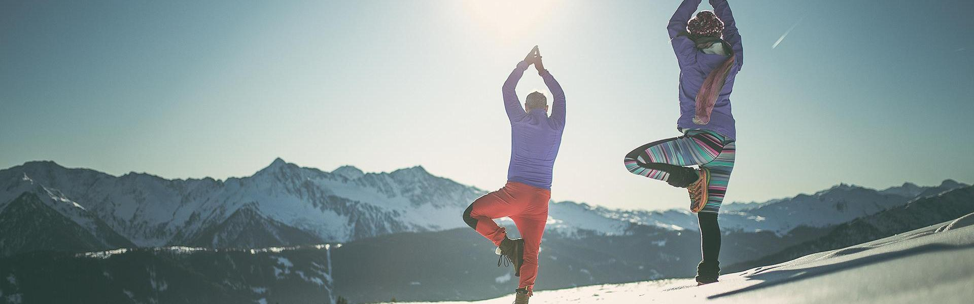 yoga-on-snow1